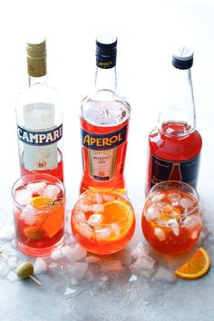 An easy recipe for the classic Italian cocktail, Aperol Sprtiz! Made with prosecco, Aperol, and citrus this is the ultimate Italian cocktail and so refreshing for summer. Italian Cocktails, Summer Cocktails, Cocktail Drinks, Alcoholic Drinks, Aperitif Drinks, Beverages, Craft Cocktails, Aperol Campari, Prosecco