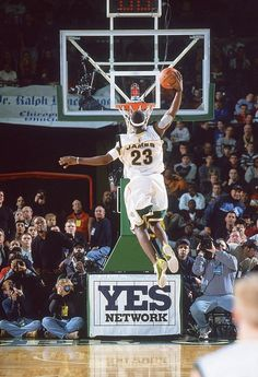 Let's take a look about these beautiful shots for the american professional basketball player LeBron James Dunking! Lebron James Images, King Lebron James, King James, Basketball Legends, Sports Basketball, Basketball Players, James Basketball, Basketball Court, Nba Pictures