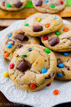 Chewy Chocolate Chunk Cookies with M&Ms ~ Soft centers, chewy edges, the best. Includes seven tricks for making thick, soft, and chewy cookies. Cookie Desserts, Sweet Desserts, Just Desserts, Sweet Recipes, Cookie Recipes, Delicious Desserts, Dessert Recipes, Yummy Food, Delicious Cookies