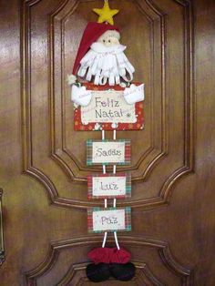 Papai Noel de Porta - Would be easy to make your own family Papa Noel Christmas Crafts To Make, Christmas Makes, Felt Christmas, Christmas Holidays, Merry Christmas, Christmas Ornaments, Felt Crafts, Diy And Crafts, Christmas Door Decorations
