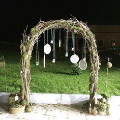 Еще один наш экспонат на #solisweddingfair -плетеная арка из веток, украшенная…
