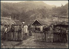 View of the Maori village of Koroniti (Corinth) on the Wanganui River, New Zealand. Men wearing blankets stand in the foreground. Once Were Warriors, Maori Tribe, Nz History, Polynesian People, Maori People, Maori Designs, Maori Art, Art Google, New Zealand