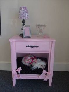love this one too! Cute Dog Beds, Diy Dog Bed, Cute Dogs, Luxury Pet Beds, Pet Paradise, Dog Furniture, Malteser, Reuse Recycle, Small Dogs