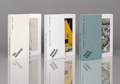 TITEL/TITLE: Galerie Trittau – Gestaltungskonzept JAHR/YEAR: 2015 KUNDE/CLIENT: Galerie Trittau MEDIUM/MEDIA: Gestaltungskonzept für Katalog/Design conception for Catalog, Einladung/Invitation, Poster, Broschüre/Flyer, Website COOPERATION: Ina Arzensek, Maxim Brandt, Sylvie Ringer (Bereitstellung der gezeigten Arbeiten auf den Medien/all shown photo material/artworks on and inside the products belong to the artist) Auf Anfrage der Galerie Trittau, entwickelte I LIKE BIRDS ein Gestaltungs...
