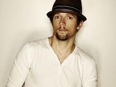 .Jason Thomas Mraz is an American singer-songwriter. Mraz first came to prominence on the San Diego coffee house scene in 2000. At one of these coffee houses, Mraz met percussionist Toca Rivera and released Live at Java Joe's.