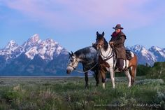 Wrangler in peaceful thought on a quiet morning in the Tetons. Cowboy Art, Cowboy And Cowgirl, Cowboy Pictures, Cowboy Pics, Western Quotes, Western Horseman, Horse Information, Western Riding, Painting Still Life