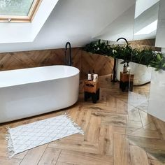 18 Bathroom Flooring Ideas to Inspire Your Next Remodel Cozy Bathroom, Beach Bathrooms, Bathroom Goals, Bathroom Ideas, Board And Batten Siding, Spa Day At Home, Modern Bathroom Design, Bathroom Flooring, Clawfoot Bathtub