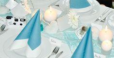 Winterliche Tischdeko in weiß und helltürkis. Würfelvasen in 2 Größen dekoriert. Für viele Anlässe geeignet.