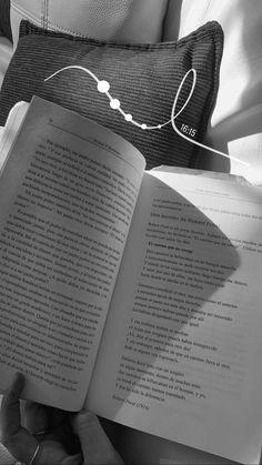 Ideas De Instagram Story, Book Instagram, Creative Instagram Stories, Instagram And Snapchat, Ig Story, Insta Story, Snapchat Picture, Book Aesthetic, Insta Photo Ideas