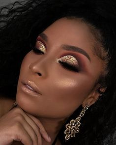 Gold und braunes Augenmake-up Inspirierende Damen - make up - Brautjungfern make-up Mauve Makeup, Dark Skin Makeup, Glam Makeup, Eyeshadow Makeup, Hair Makeup, Eyeshadow Brushes, Makeup Palette, Makeup Kit, Makeup Geek