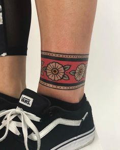 New Ideas For Tattoo Ankle Band Henna Designs tattoo old school New Ideas For Tattoo Ankle Band Henna Designs Ankle Band Tattoo, Cuff Tattoo, Anklet Tattoos, Armband Tattoo, Leg Tattoos, Body Art Tattoos, Sleeve Tattoos, Wrist Tattoo, Tattoo Pain
