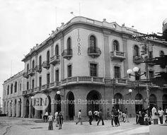 """Edificio """"Tito Abbo"""" ubicado en una esquina de la Plaza Bolivar de Maracaibo, estado Zulia. Actualmente funciona alli el Registro Principal del Estado Zulia. Maracaibo, 04-10-1978 (GUILLERMO VILLALOBOS / ARCHIVO EL NACIONAL)"""