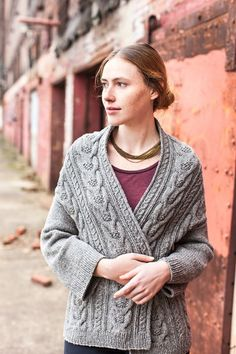 Stranger Cardigan from the front (wool people Brooklyn Tweed Brooklyn Tweed, Knitting Stitches, Free Knitting, Knitting Patterns, Knitting Sweaters, Knitting Tutorials, Shawl Patterns, Loom Knitting, Stitch Patterns
