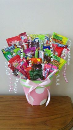 Talk about a prize candy bucket! Bbq Ideas, Party Ideas, Wreath Crafts, Diy Crafts, Candy Baskets, Birthday Ideas, Birthday Gifts, Parent Group, Candy Board