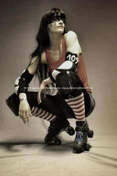 That´s my girl Sailor Blood from the Paris Rollergirls ! Roller Derby Girls, Human Poses Reference, Pose Reference Photo, Roller Disco, Skate Girl, Babe, Action Poses, Roller Skating, Design Reference