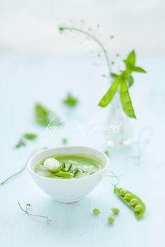 Peas & Peppermint Soup by Food food Soup Recipes, Cooking Recipes, Healthy Recipes, Cooking Tips, Greens Recipe, Food Presentation, Food Styling, Food Inspiration, Love Food