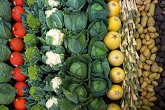 Is raw food diet healthy? What do raw fooders eat, what is raw food diet plan. Feel vibrant and healthy by eating a raw food diet for weight loss. Fruits And Vegetables, Veggies, Healthy Vegetables, Health Benefits Of Cauliflower, Agriculture Biologique, Raw Food Diet, Spirulina, Lightroom Presets, Superfoods