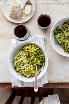 Claiming my corner of freedom: home-made tagliatelle with Tuscan kale pesto - Juls' Kitchen Green Pesto, Kale Pesto, I Love Food, A Food, Italian Recipes, New Recipes, Quick Weeknight Meals, Fresh Pasta, What To Cook
