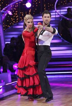 dancing with the stars max and erin dating Maksim chmerkovskiy/vanessa lachey and peta murgatroyd/nick lachey are taking their 'dancing with the stars' rivalries pretty seriously.