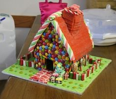 love this gingerbread house