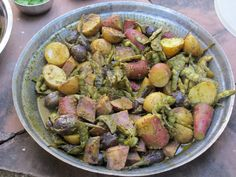 Ubadiyu : vegetable baked in earthen pot