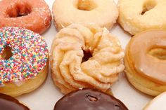 Sugary snacks can quickly lead to a Candida overgrowth. These simple tips will help you to beat your sugar cravings and eliminate your Candida. Diabetes, Stop Sugar Cravings, Sugar Detox Diet, Candida Diet, Candida Cleanse, No Sugar Foods, Healthy Lifestyle, Healthy Eating, Clean Eating