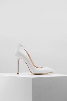 KACHOROVSKA / white leather kitten heel wedding pumps Wedding Pumps, White Leather, Kitten Heels, Floral, Shoes, Fashion, Moda, Zapatos, Shoes Outlet