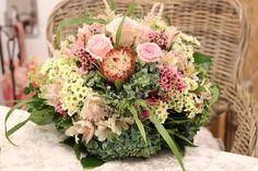 ČO VŠETKO PONÚKAME V KVETY SILVIA  Náš team aranžérov a floristov vám  uviaže krásne slávnostné 997f8d4c513