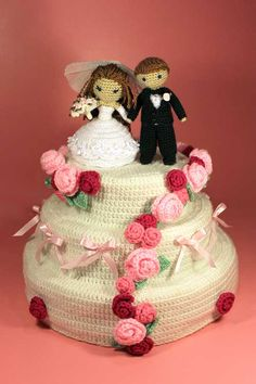 Crochet bride and groom with wedding cake