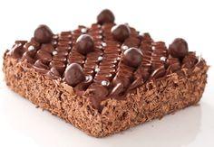Le brownie Michoko de Christophe Michalak Pour 6 personnes-Préparation: 20 min-Cuisson: 30 min Pour le gâteau:115 g de chocolat de couverture 100% pure pâte de cacao, non sucré170 g de beurre400 g de sucre semoule3 œufs 125 g de farine2 g de sel fin1 cuil. à soupe d'huile Pour le crémeux chocolat :22 cl de crème liquide22 cl de lait4 jaunes65 g de sucre145 g de couverture chocolat 66%145 g ...