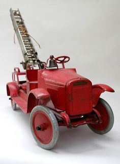 Buddy_L_Aerial_Ladder_Pressed_Steel_Fire_Truck_Antique_American_Toy1.jpg (1000×1364)