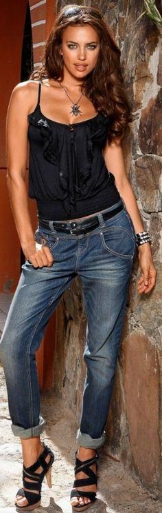 Irina Shayk she's too pretty to dress in boy jeans I Love Fashion, Denim Fashion, Passion For Fashion, Fashion Models, Womens Fashion, Fashion Fashion, Fashion Black, Street Fashion, Irina Shayk