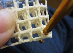 Locker Hooking Corners The Easy Way – emmiescraftcloset Locker Hooking, Rug Hooking, Yarn Crafts, Diy And Crafts, Locker Rugs, Rag Rug Diy, Homemade Rugs, Braided Rag Rugs, Latch Hook Rugs