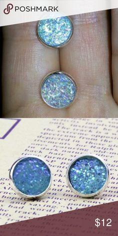 (R1) Blue Druzy Style Earrings Beautiful earrings. Pretty blue. New in package. Jewelry Earrings