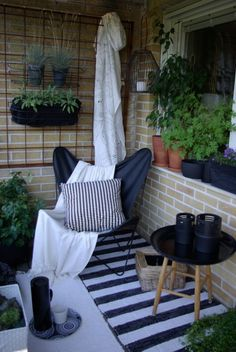 I like the idea of having a carpet in the balcony, makes the balcony cosy #outdoor #balcony #home