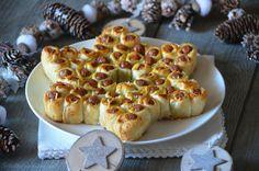 Le mois de décembre commence et Noël arrive à grand pas!...il est donc tout naturel de commencer à préparer et à présenter des petites idées pour les repas de fin d'année. On commence avec cette étoile de saucisses feuilletées pour l'apéritif. J'avais...
