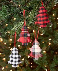 Retro Christmas Tree, Rustic Christmas Ornaments, Farmhouse Christmas Decor, Christmas Holidays, Diy Christmas Tree Decorations, Primitive Christmas Ornaments, Buffalo Check Christmas Decor, Country Christmas Trees, Christmas Tree Design