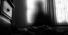 Shadow people – shadow-like humanoid figures seen mostly in peripheral vision – are a well-known paranormal phenomenon. However, not all shadows appear human. Creepypasta, Ghost Caught On Camera, Night Shadow, Shadow People, Ghost And Ghouls, Sleep Paralysis, Real Ghosts, Urban Legends, Haunted Places