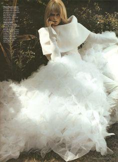 Chanel vestido novia cuello barco tul falda volumen blanco