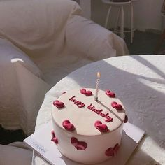 Pretty Birthday Cakes, Pretty Cakes, Beautiful Cakes, Amazing Cakes, Mini Birthday Cakes, Happy Birthday, Cute Desserts, Dessert Recipes, Mini Cakes