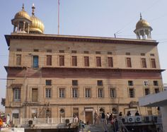 Sis Ganj Gudwara - to commemorate the martyrdom site the ninth Sikh Guru, Guru Tegh Bahadur. Situated in Chandni Chowk in Old Delhi, it marks the site Sikh Guru was beheaded on the orders of the Mughal emperor on the 11th of November, 1675, Aurangzeb, for refusing to convert to Islam.[1][2]. One of the main historical gurdwaras in Delhi