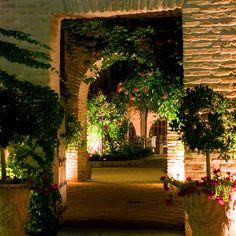En el Palacete de Fina o en el Salón Panorámico, en el Jardín de Agalén o la Plaza de la Ermita, en el Claustro o en la Terraza del Río... La boda de tus sueños te espera, ¡en el Cigarral del Ángel!