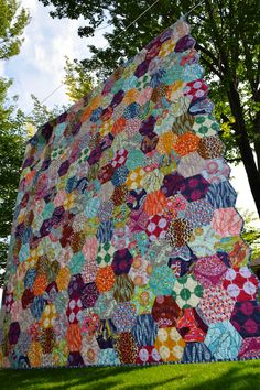 Maryse Makes Things: Blogger's Quilt Festival - First Entry - AMH Honeycomb Quilt