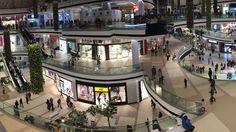 El gran Centro Comercial Paseo La Galería de Asunción, #Paraguay, diseñado por Seis Arquitectos elige el porcelánico URBATEK de PORCELANOSA Grupo por sus altas prestaciones técnicas y estéticas. Más detalles de este emblemático proyecto. #commercial #architecture #buildings #modern #center #interiors