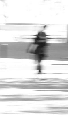 Risultati immagini per shadow silhouettes Movement Photography, Fine Art Photography, Street Photography, Black And White People, Shadow Silhouette, Surreal Photos, Gray Aesthetic, Motion Blur, Out Of Focus