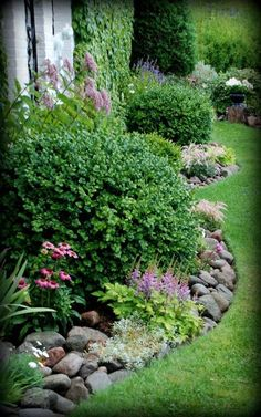 rak rabatt rak rabatt E-post - susanne borgh - Outlook Cottage Garden Design, Backyard Garden Design, Landscaping With Rocks, Front Yard Landscaping, Garden Borders, Garden Paths, Beautiful Flowers Garden, Beautiful Gardens, Back Gardens