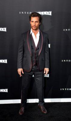 Suit-Styles mit Spezialeffekt. Der Hollywood-Schauspieler kann's und trägt auffällige Trend-Anzüge auf die smarte Art.