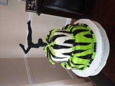 Gymnastics Zebra cake - not our colors but this is awesome!