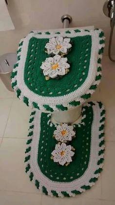 Tapete e banheiro verde