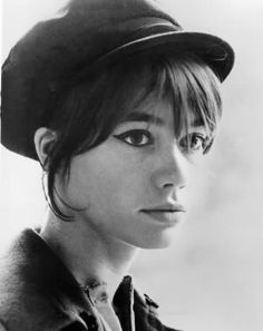 Love this look... beatnik bangs, thick eyebrows, cat eyeliner, pageboy hat. Love love love.